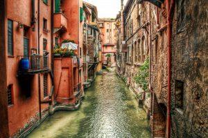 cosa vedere a bologna, Finestrella di via Piella - La piccola Venezi, sette segreti